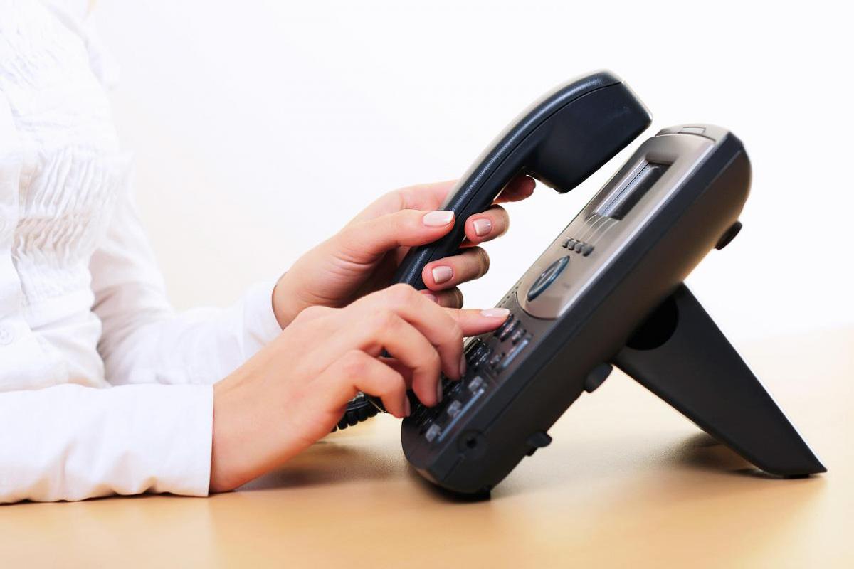 _lopardo_telefon_wählen_frau_web-2